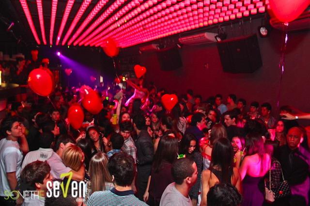 Gente!!! Nossos balões na Seven Disco!
