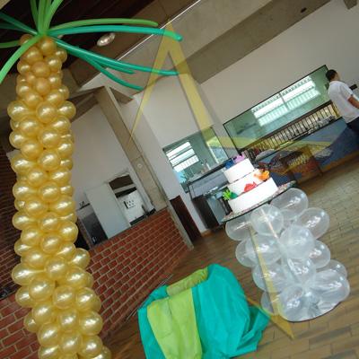 Festa Ilha das Palmas - Decoração tropical em balões